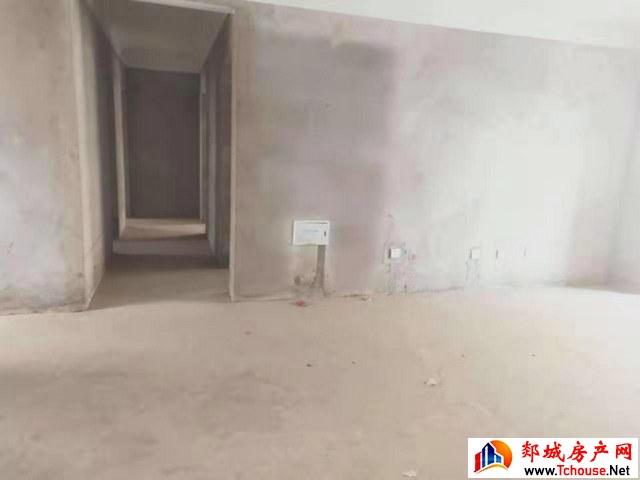 东城社区 3室2厅 124.0平米 毛坯 48万元