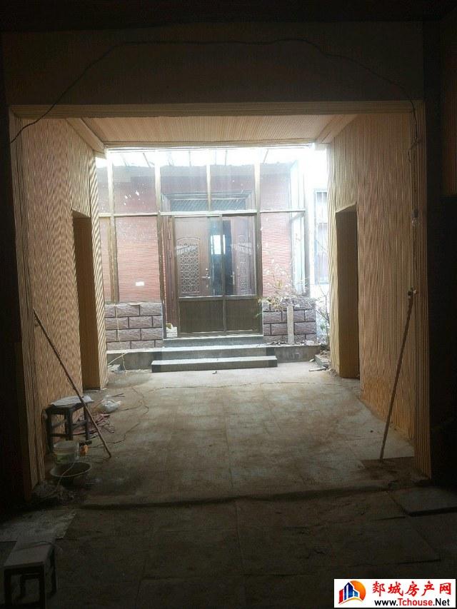 东城社区 12室3厅 800.0平米 简单装修 100万元