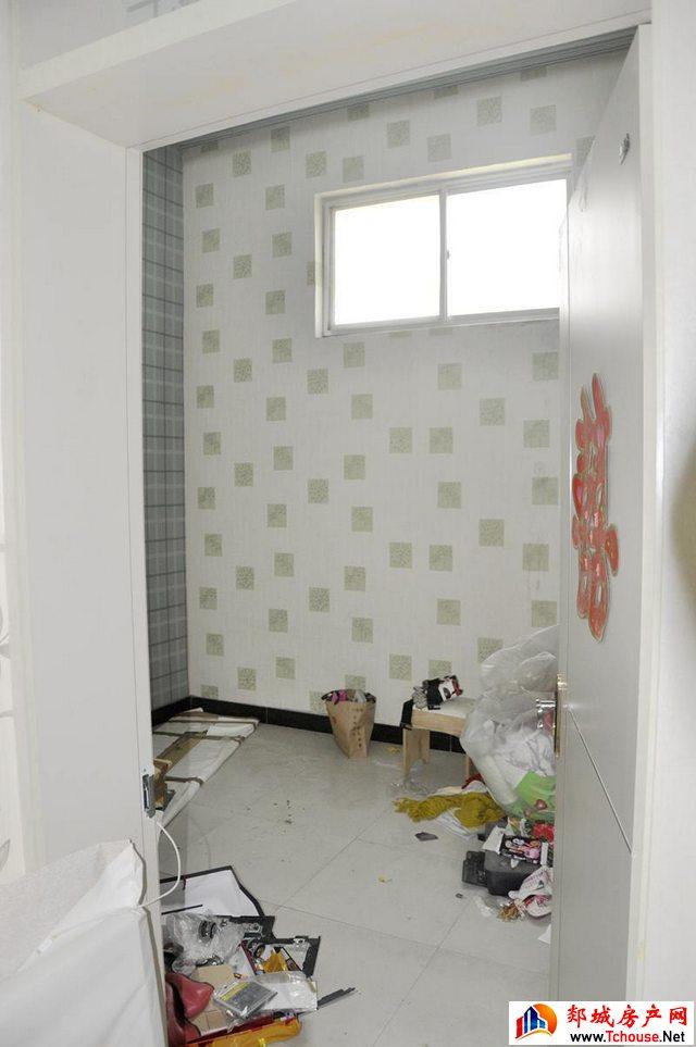 北关小区聚丰园 4室1厅 180.0平米 简单装修 85万元